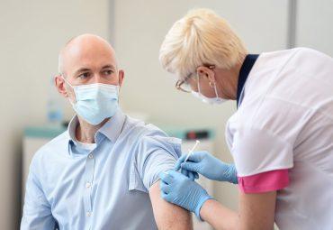 Pavļuts vakcinējas