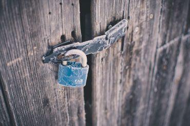 slēgts, atslēga